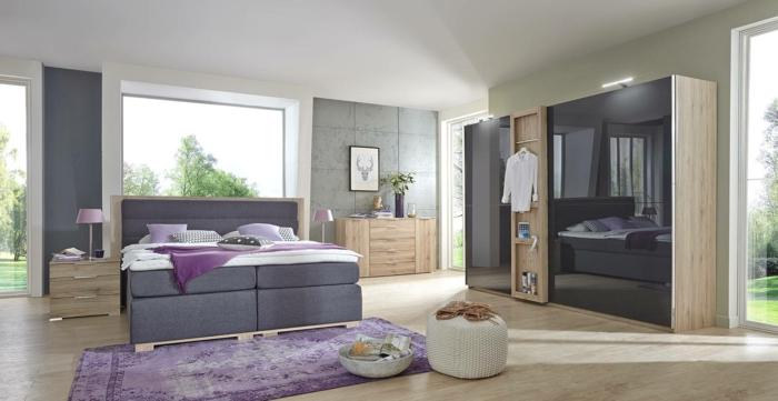 decoracion de habitación con cama alta en color gris oscuro con armario en marrón y negro, ventanas grandes