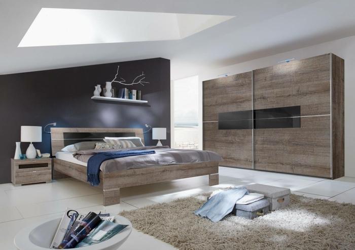 decoracion de habitaciones matrimoniales, con suelo de azulejos y alfombra en marrón claro con pelos