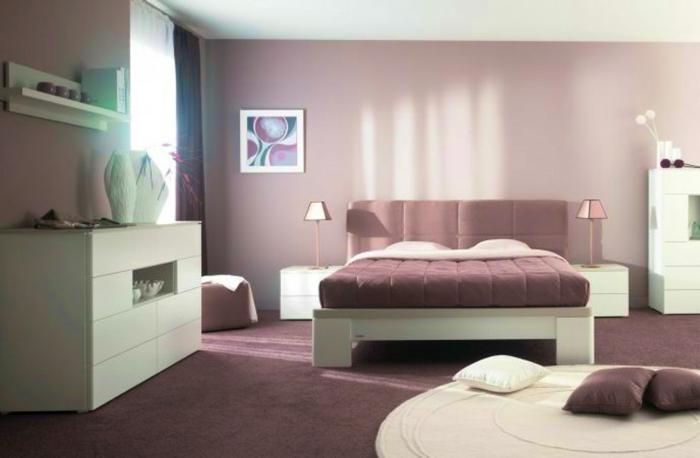 decoracion de habitaciones con paredes en color lila con cama en lila con cabecera, suelo en morado y alfombra redona