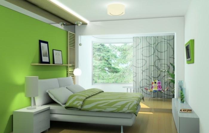 decoracion dormitorio matrimonio en colores verde y blanco con cama de cuero y ventana grande con cortinas