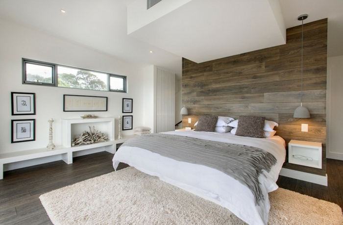decoracion de dormitorio matrimonial con alfombra en color beige con pelos y paredes blancas con cuadros