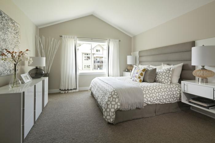 decoracion de habitaciones matrimoniales con paredes en diferentes tonos del beige y con techo blanco
