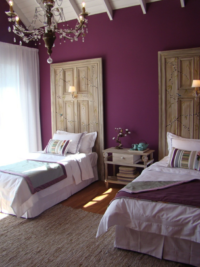 decoracion de dormitorios matrimoniales decoradas de encanto, paredes pintadas en morado
