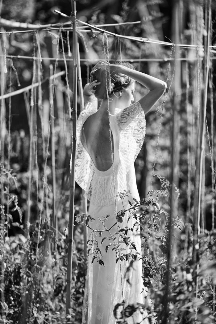 vestido novia ibicenco corte flamenco con espalda descubierta y preciosas mangas de encaje