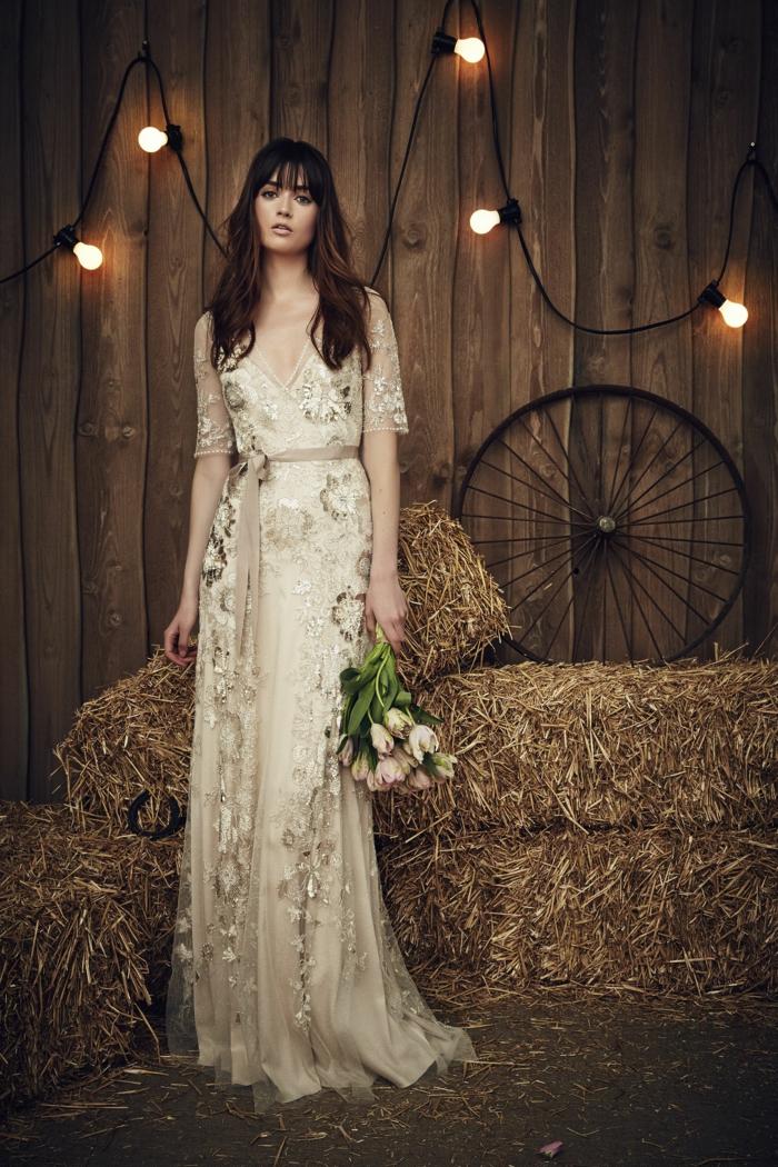 diseño en estilo ibicenco en color marfil con una cinta en la cintura, vestidos ibicencos para boda 2018 2019