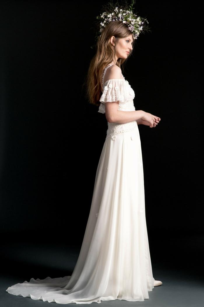 vestido ibicenco boda con falda super larga, parte superior de encaje y mangas cortas caídas