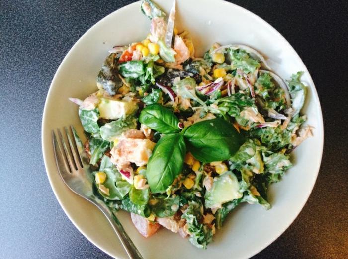 ensalada verde con quinoa y espinacas, cenas ligeras y rapidas paso a paso, ensaladas nutritivas