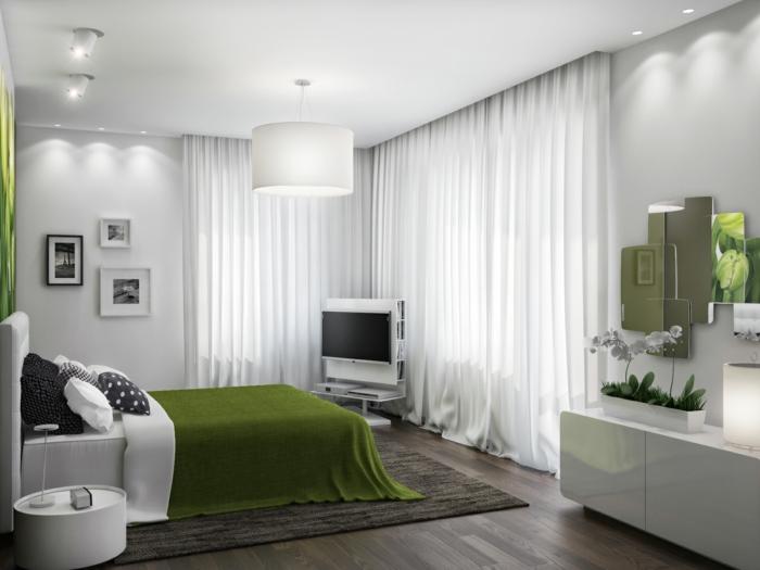 feng shui dormitorio con cama blanca con cabecera alta y manta verde, paredes y cortinas blancas