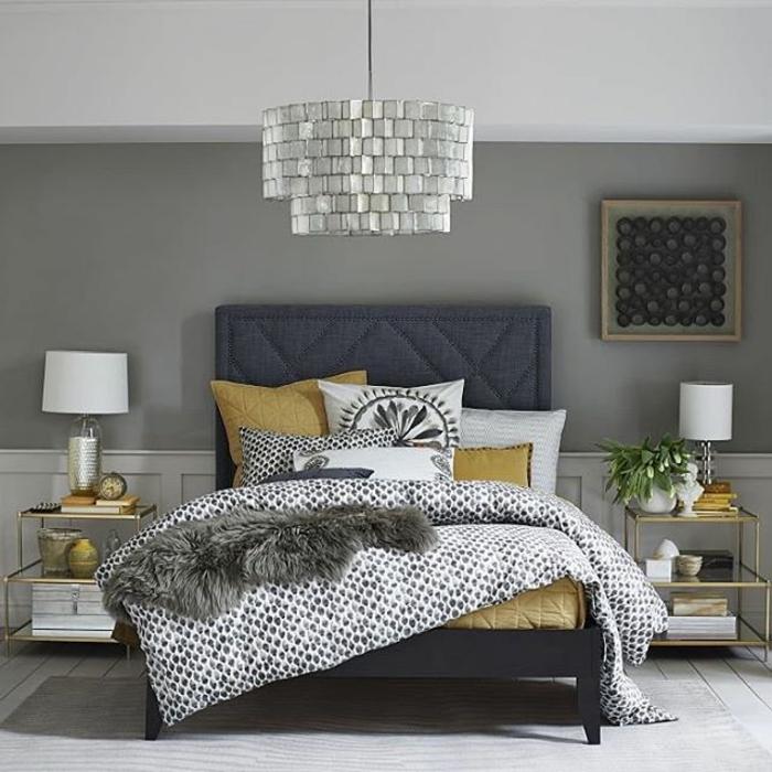 cama en color gris oscuro con cabecero, paredes en gris, como decorar una habitacion de matrimonio moderna