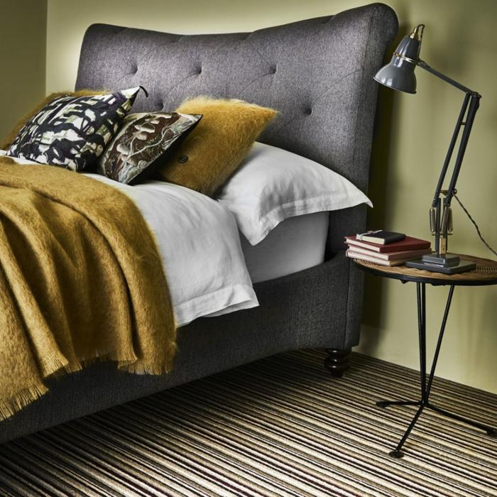 decoracion de dormitorio matrimonio en colores modernos, cama en gris, paredes en verde