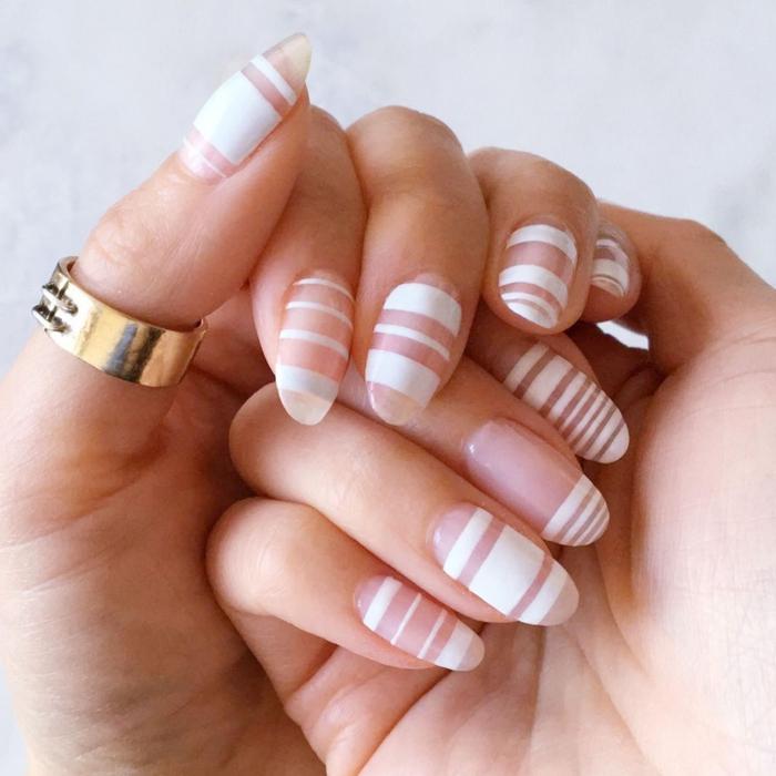 largas uñas de forma almendra con rayas horizontales, manicura francesa tendencias 2018