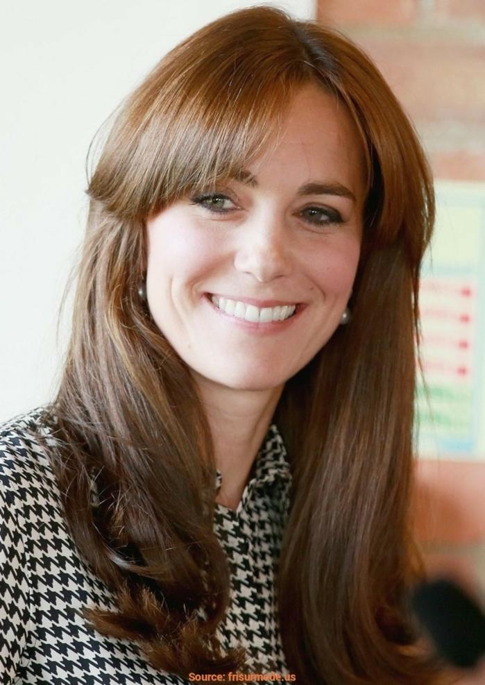 peinados con flequillo de lado, Kate Midelton con melena largo y flequillo con raya en el medio