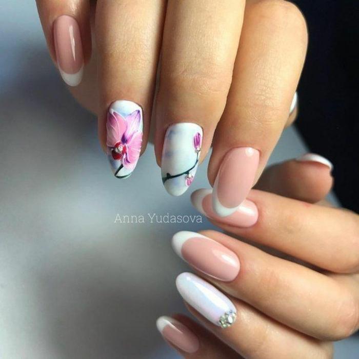 decorado de uñas con flores, preciosos ejemplos de nail art, manicura francesa decorada