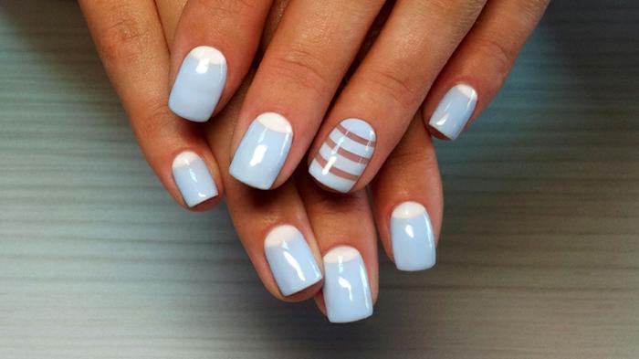 diseño de uñas de encanto en blanco y azul, uñas manicura francesa invertida con media luna en blanco