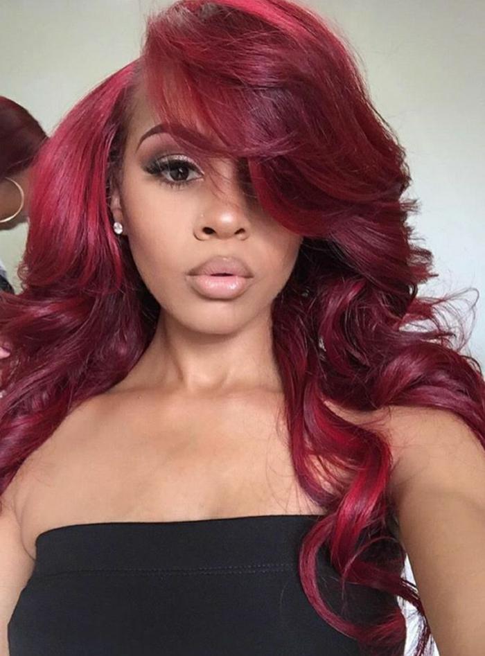 mechas rubias en pelo moreno chica morena con color de pelo rojo borgoña, ideal para el año 2018
