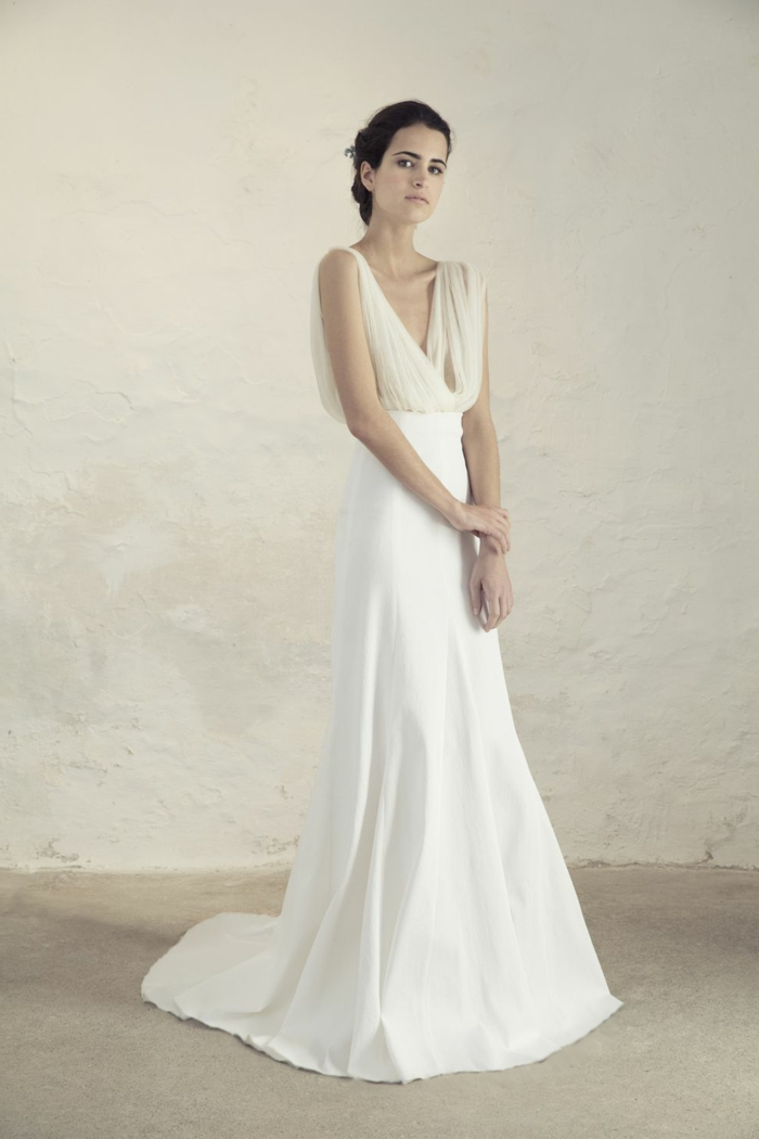 diseño ultra elegante, larga falda de satén en color blanco nuclear, parte superior de tul color marfil