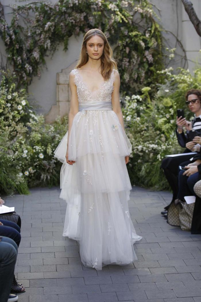 vestido de encanto para una boda en estilo boho chic, falda en capas y cinta plateada en la cintura, vestidos ibicencos baratos