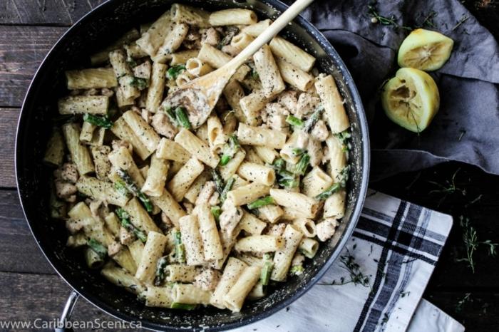 pasta con verduras y limón, ideas de platos saludables para compartir en familia en verano