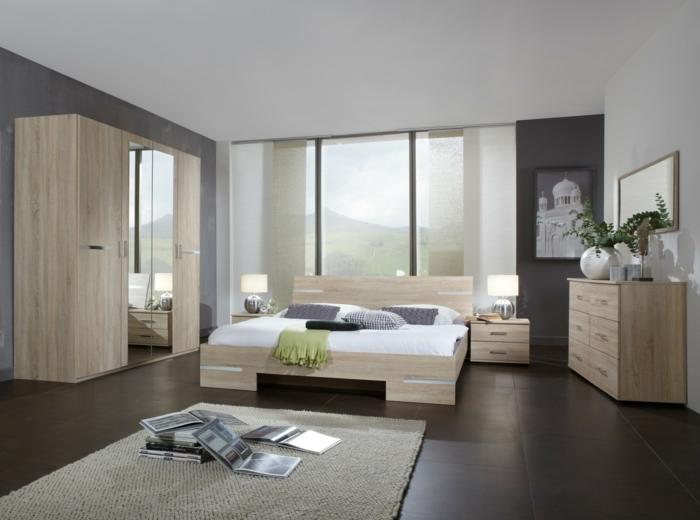 pintar habitacion paredes en blanco y gris oscuro con alfombra en beige con ventanas grandes y cuadnro de monasterio