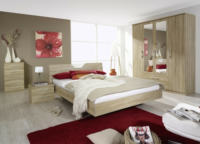 pintar habitacion paredes en marron gris claro con cuadro con una flor grande en color rojo, mesa de noche