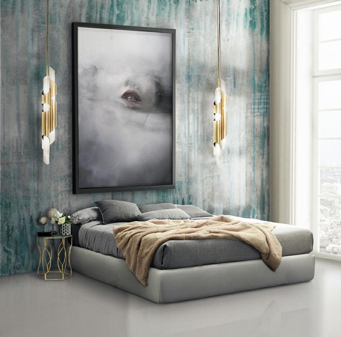 habitacion de estilo, cama doble en gris, paredes en verde, lamparas colgantes super modernas y grande cuadro