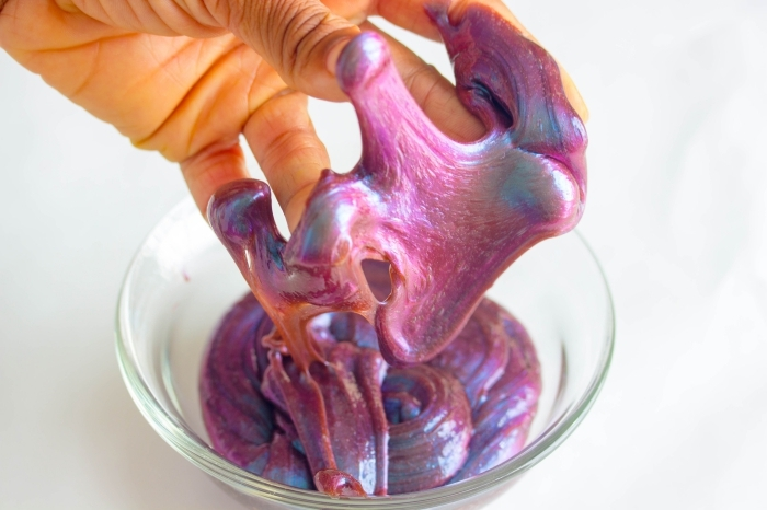 recetas sobre como hacer slime sin borax y pegamento en fotos, coloridas ideas con slime