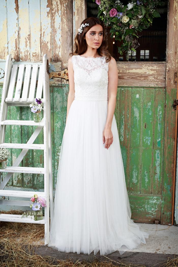 vestido de tul para una boda en estilo boho chic, precioso diseño de tul y encaje en blanco y color champán