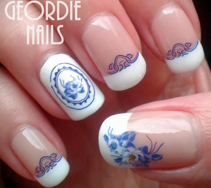 uñas largas de forma cuadrada ovalada con decorado en azul motivos florales, precioso diseños 2018