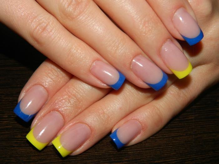decoración de encanto, uñas francesas con puntas en amarillo y azul, ideas de manicura 2018