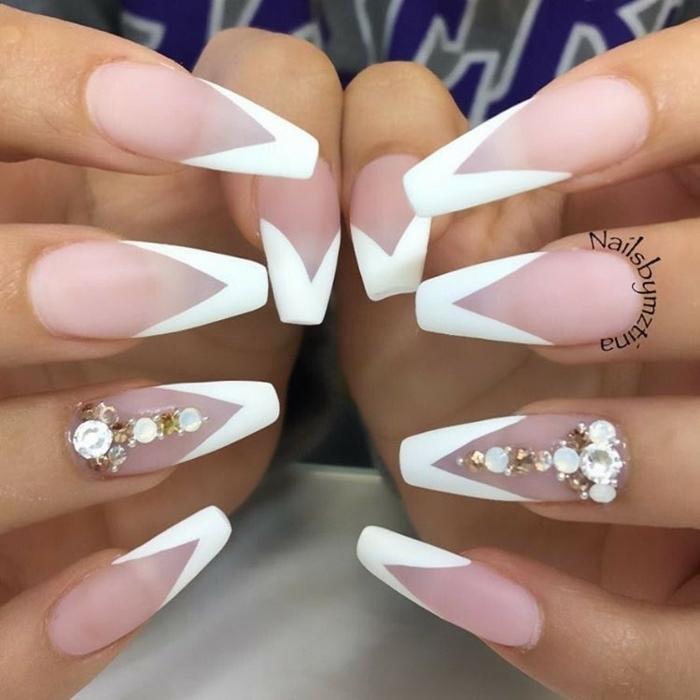 nail art ideas, uñas francesas largas acrílicas con puntas en blanco forma triangular y cristales decorativos