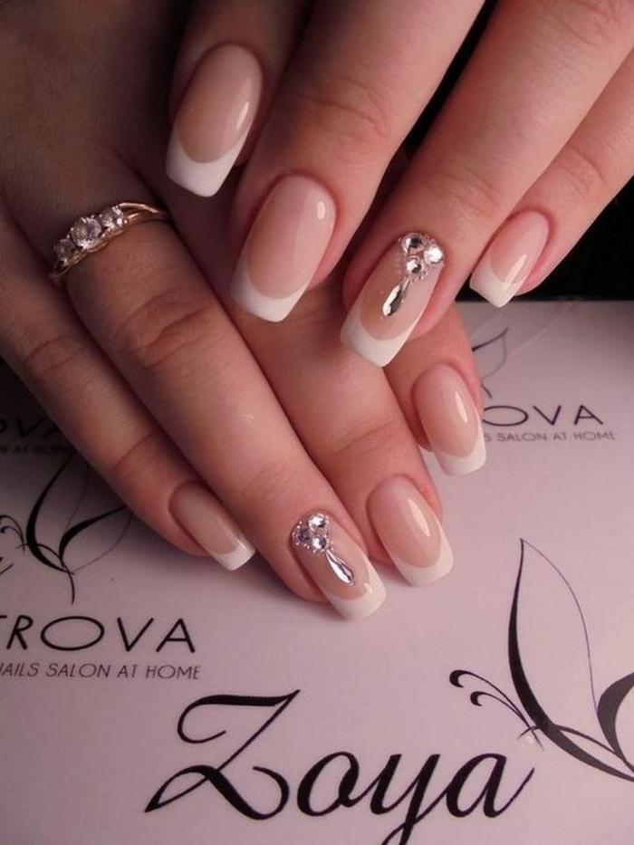 ideas de uñas manicura francesa para novias, uñas muy largas con puntas en blango, línea gruesa