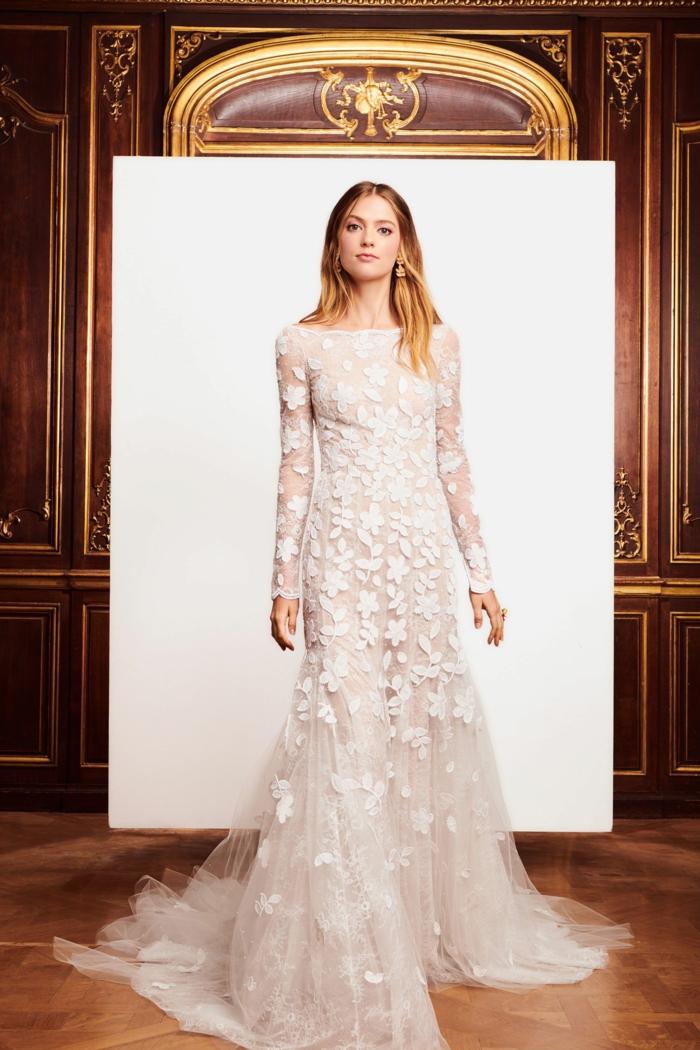 vestido ibicenco de encaje y tul, preciosas propuestas para novias según las últimas tendencias 2018 2019