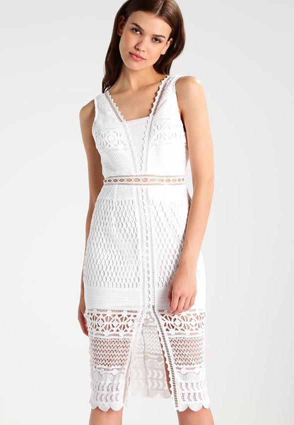 últimas tendencias en los vestidos ibicencos 2018 2019, precioso diseño de hendidura, tela con encaje en blanco
