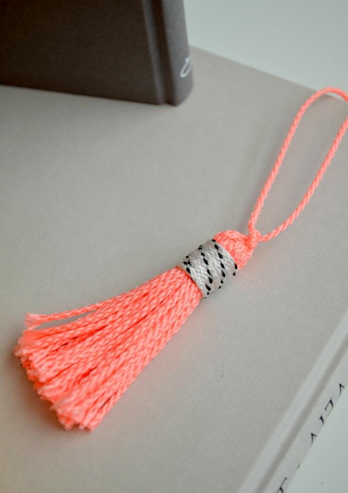 bonitas ideas de marcarpaginas personalizados DIY, lazos de hilo hechos a mano para regalar