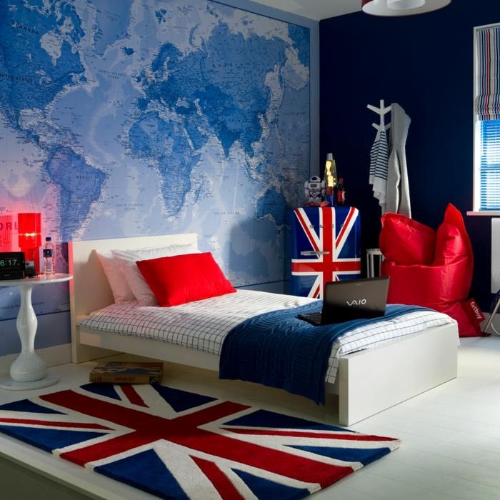 camas compactas juveniles, habitación de chico con mapa mundial en la pared en azul, cama de Nueva York
