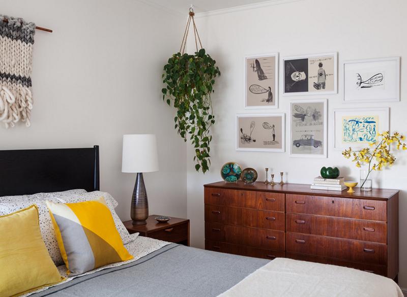 ideas decorar estanterias y cuadros decorativos, dormitorio en estilo bohemio moderno