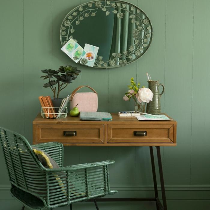 decoracion apartamentos pequeños, escritorio de madera con patas metálicas, espejo ovalado