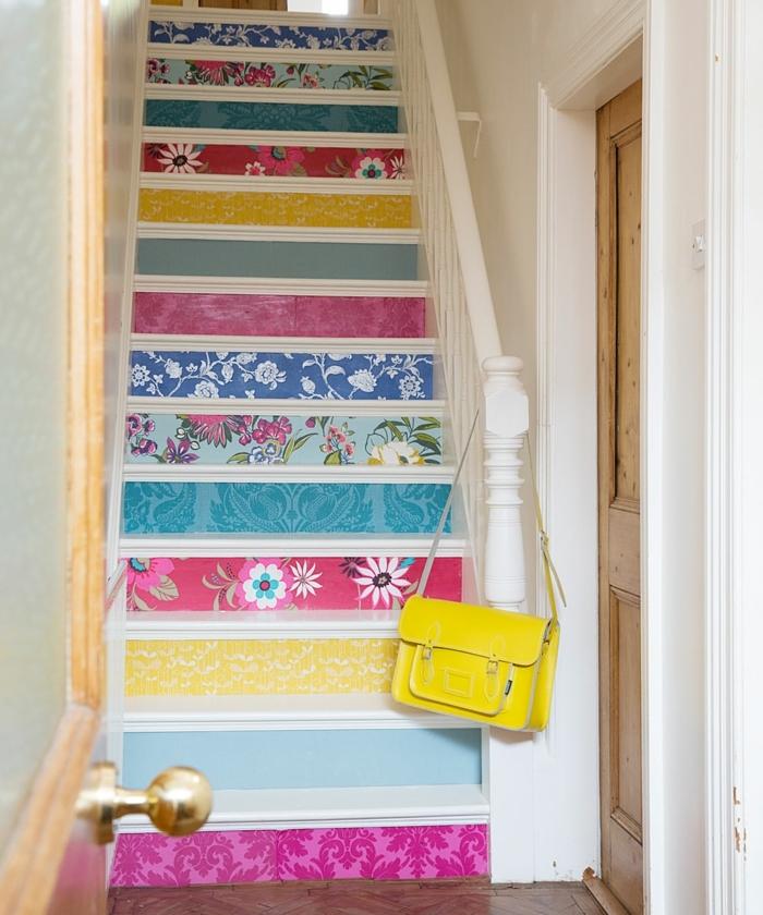 claves de moda para pintar un piso, escaleras con decoración de vinilo de diferentes colores