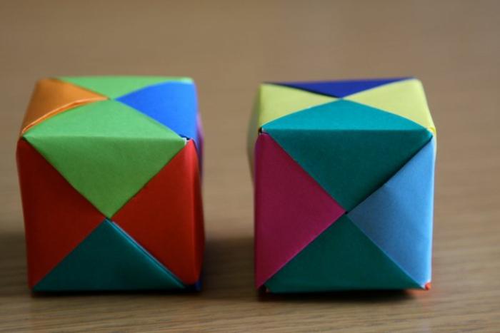 cubos de papel tridimensionales, papel en diferentes colores, manualidades para hacer origami facil