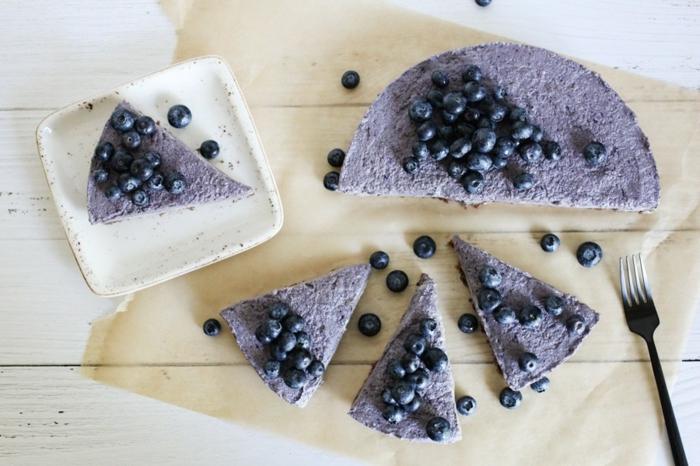 tartas con arándanos frías fáciles de hacer, rica tarta de queso sin horno, postres ricos para hacer en familia
