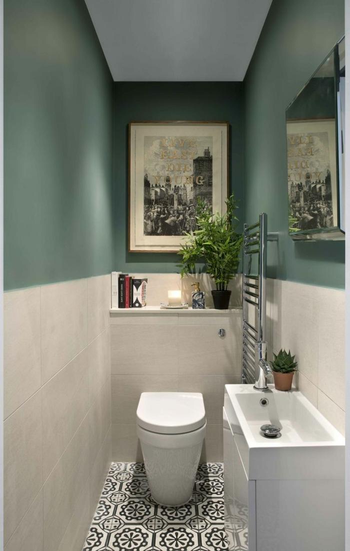 azulejos baños porcelanosa, media pared pintada de color verde pastel, baldosas de blanco y negro en el suelo