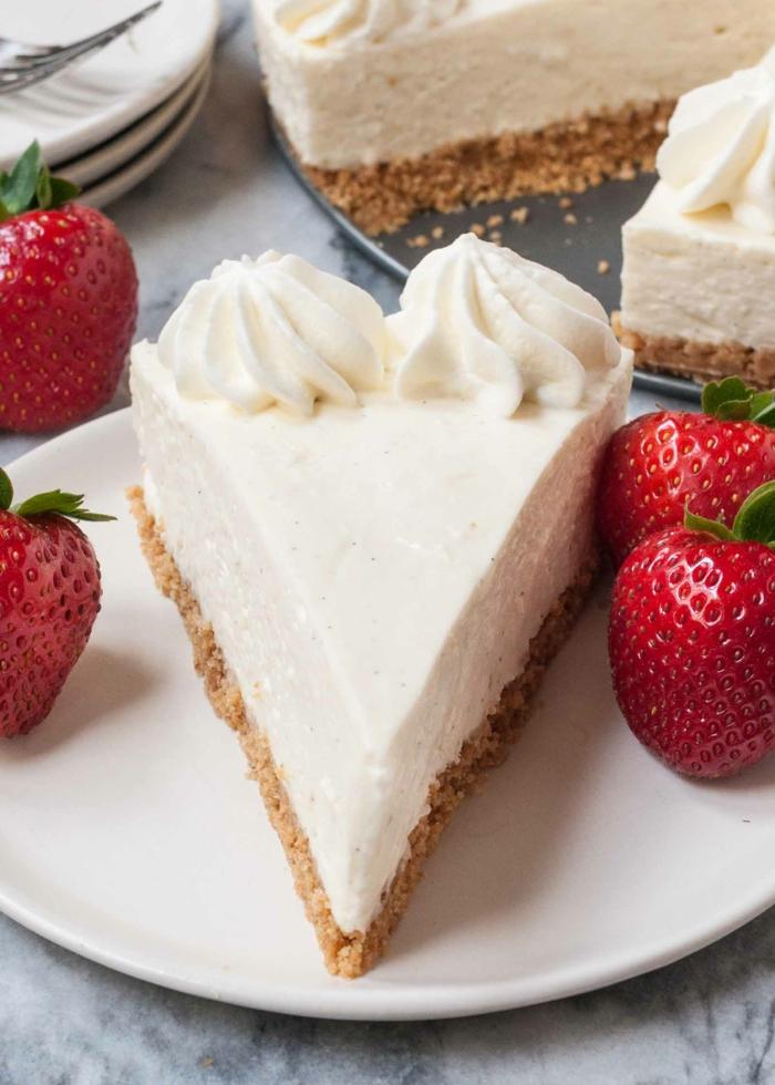 clásica receta de tarta de queso fria facil y rapida, ideas de postres fáciles de hacer, tartas con fresas