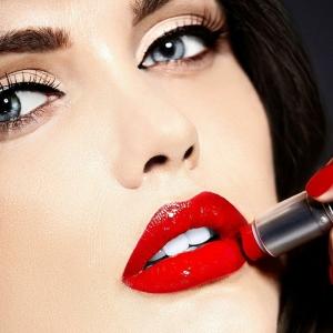 ¿Cómo pintarse los labios? Trucos, tendencias y tutoriales