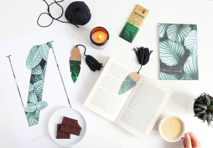 ideas de manualidades para regalar, marcarpaginas originales hehcos de cartón con motivos botánicos