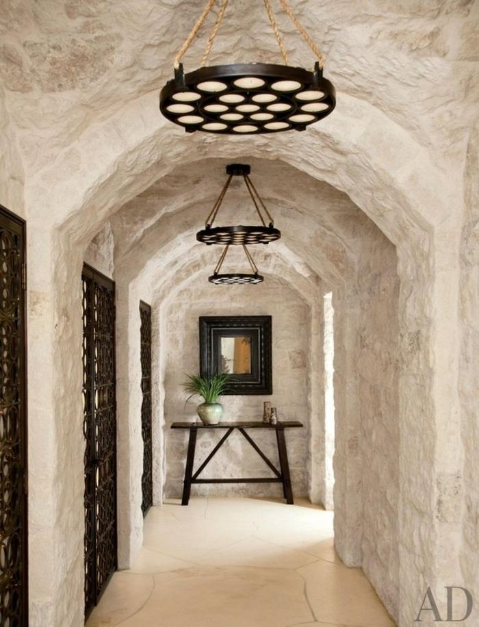 corredor largo y estrecho decorado en estilo rustico, recibidores modernos rusticos, suelo de baldosas