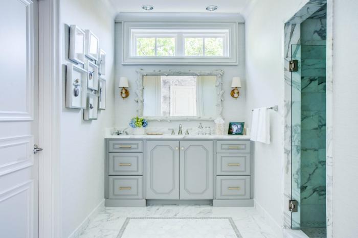baños modernos decorados en blanco y gris claro, armarios modernos, cuadros decorativos en la pared