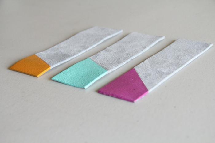 ideas sobre marcarpaginas personalizados de cuero, tres separadores de libros coloridos