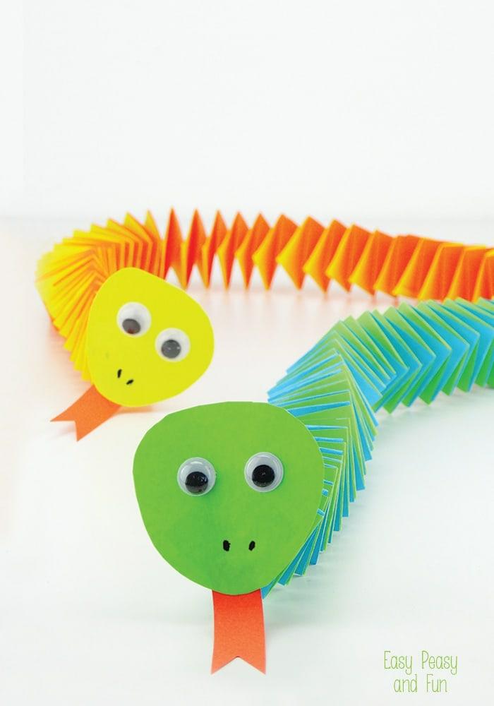 origami fácil para niños, serpientes acordeon hechos de papel, actividades para niños y adultos