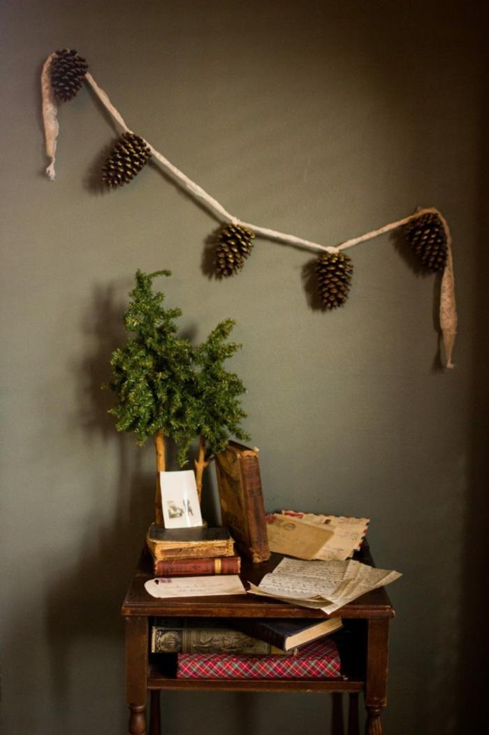 como hacer manualdiades para decorar el hogar en otoño, guirnalda DIY con piñas paso a paso