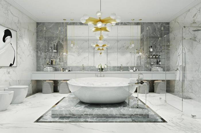 grande baño de mucho estilo decorado en blanco y gris con detalles en dorado, baños grises de diseño